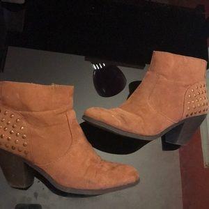 Brown/tan suede booties!